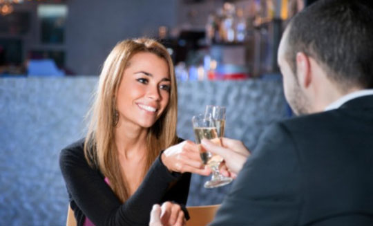 HOW TO BE SO GREAT ON DATES SHE'LL WANT TO BE WITH YOU AGAIN AND AGAIN